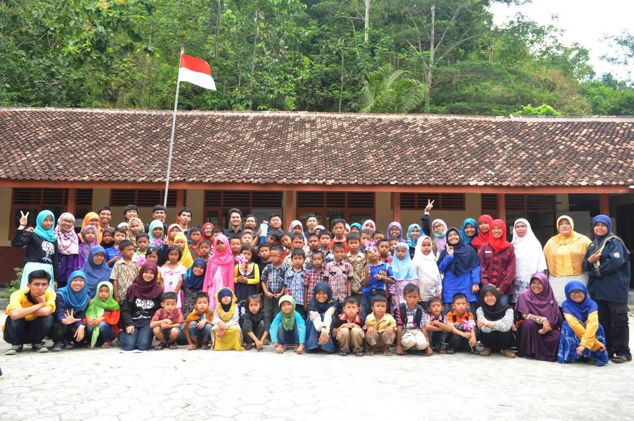 KSK Mengajar di Yayasan Girlan Nusantara dan Desa Kalirejo